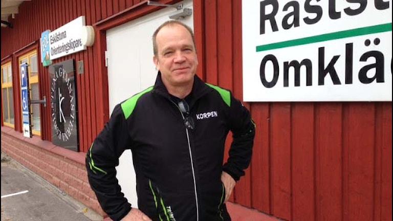 Jussi Ekola puhuu urheiluvälineiden vuokraamisen puolesta