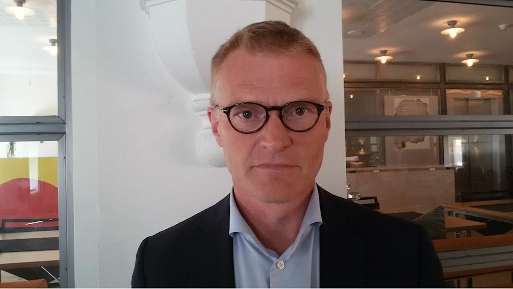 Historian professori Henrik Meinander Helsingin yliopistosta osallistui Demokratian voimavirrat-hankkeen avajaisseminaariin Tukholman Suomen instituutissa.