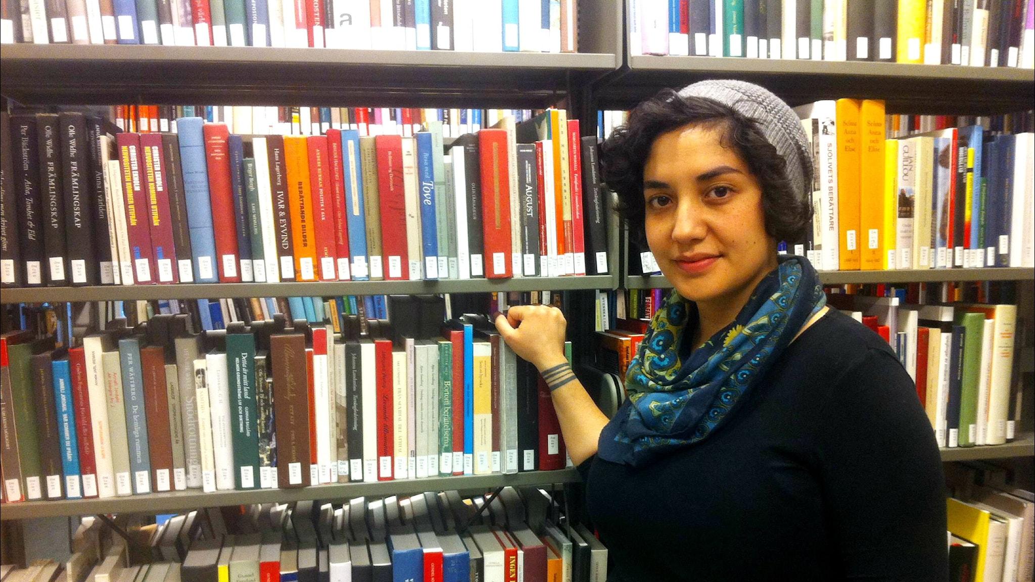 Meri Alarcon aikoo työskennellä kesällä kirjansa kanssa Göteborgin yliopiston humanistisen tiedekunnan kirjastossa. Kuva: Veera Jussila / Sveriges Radio