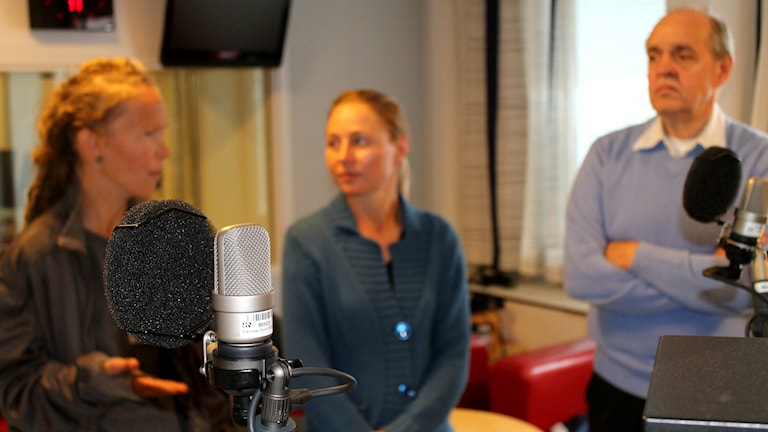 Lukupiirissä keskustellaan Oneiron kirjasta. Foto: Kai Rauhansalo