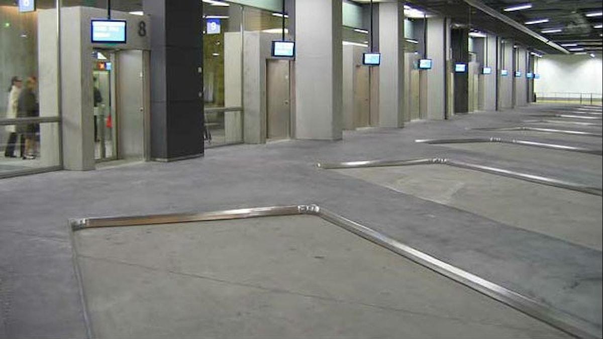 Kampin maanalainen bussiasema, jossa ei yhtään bussia. Kuva: Revontuli /Wikimedia commons