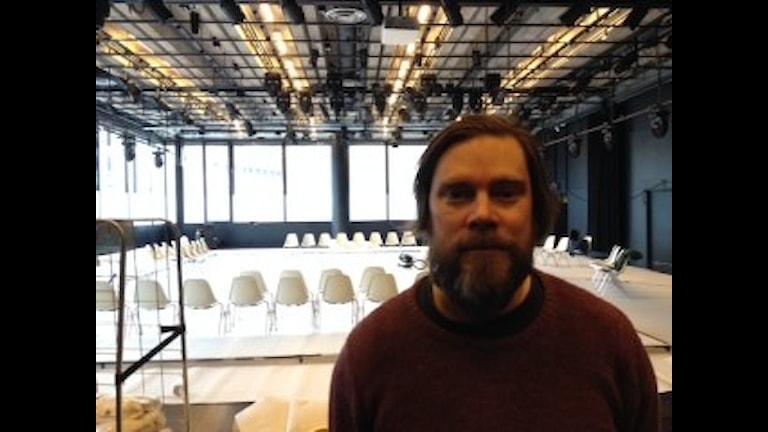 Jukka Rintamäki Tukholman Kulttuuritalolla. Foto: Erik Regnström/Sveriges Radio