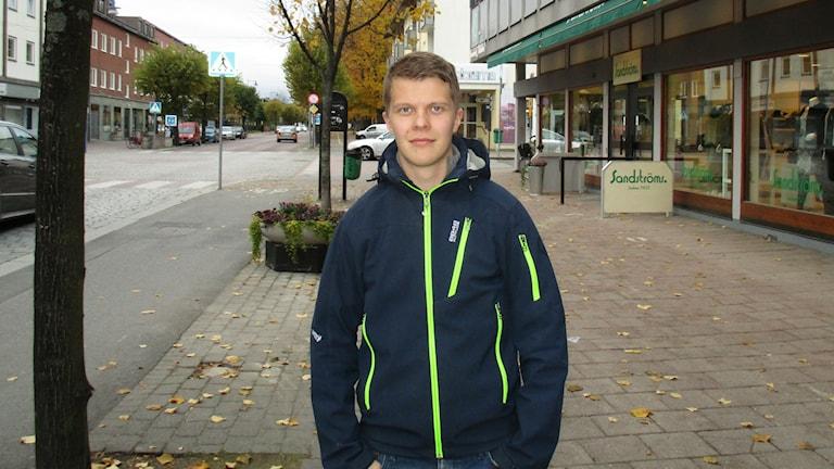 Tuomas Mokko on 24-vuotias jääpalloilija, kotoisin Torniosta. Hän pelaa nyt Vetlanda BK:n joukkueessa. Kuva Pekka Ranta, Sveriges Radio.