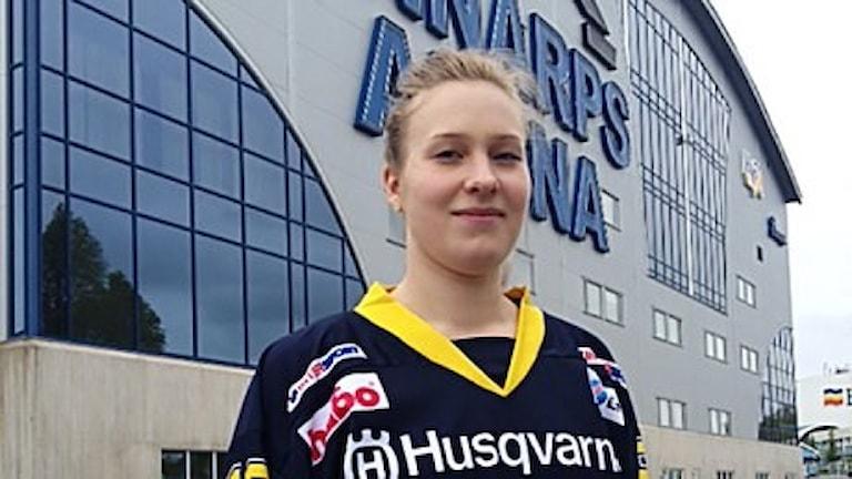 Jennica Haikarainen pelaa jääkiekkoa HV71:ssä. Foto HV71.