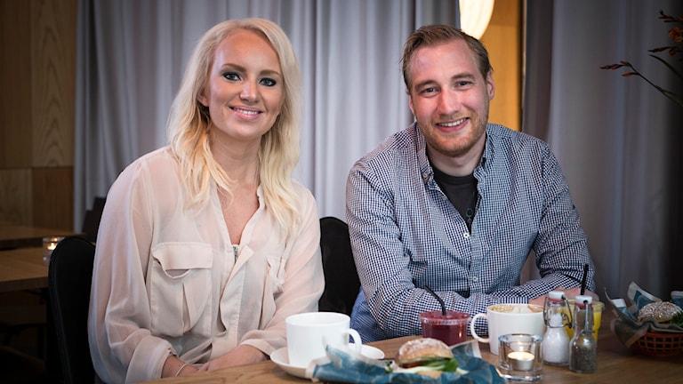 Huomenta Ruotsin juontajat Tytti Jussila ja Timo Laine Foto: Micke Grönberg/Sveriges Radio