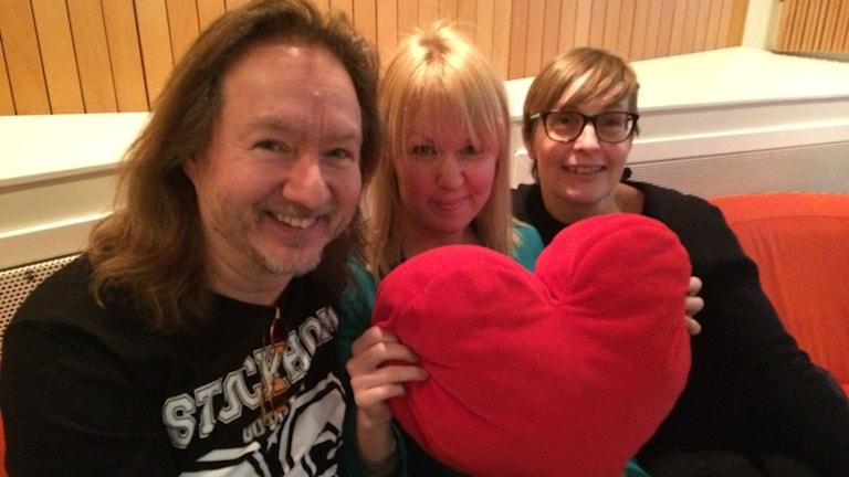 Ismo Waronen, Lina Puranen ja Päivi Milanovic. Foto: Hanna Lindberg/Sverigesradio Sisuradio.