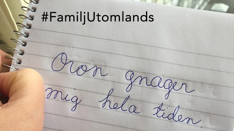 """Ett häfte med texten """"Oron gnager mig hela tiden"""". Foto: Marika Pietilä / Sveriges Radio Sisuradio"""