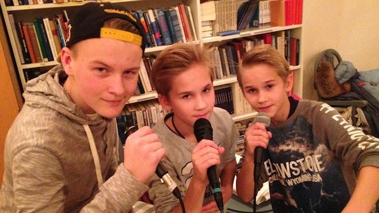 Ville Lindgren,Oskari Peura,Eemeli Peura ,Extremen Kuninkaat räp-ryhmä Uppsalassa,Foto Pirjo Hamilton.SR Sisuradio