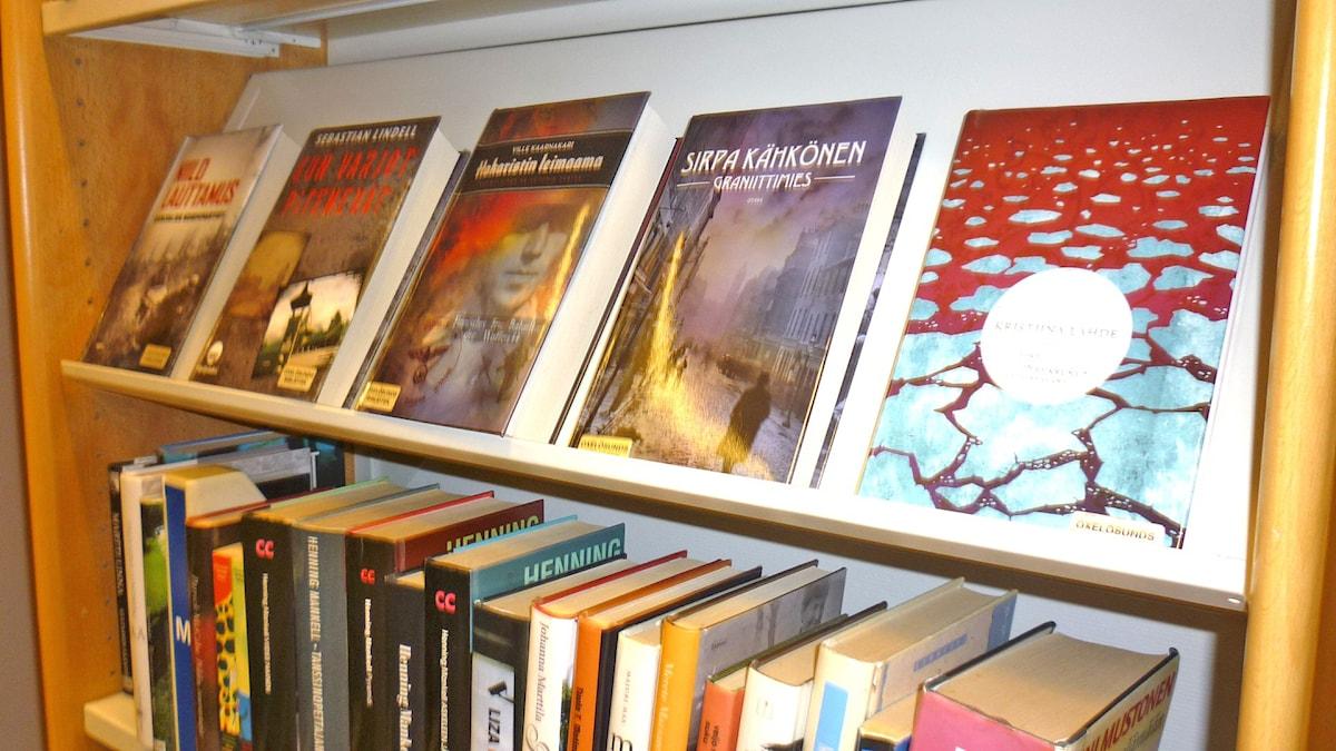 Suomalaista kirjallisuutta Oxelösundin kirjastossa