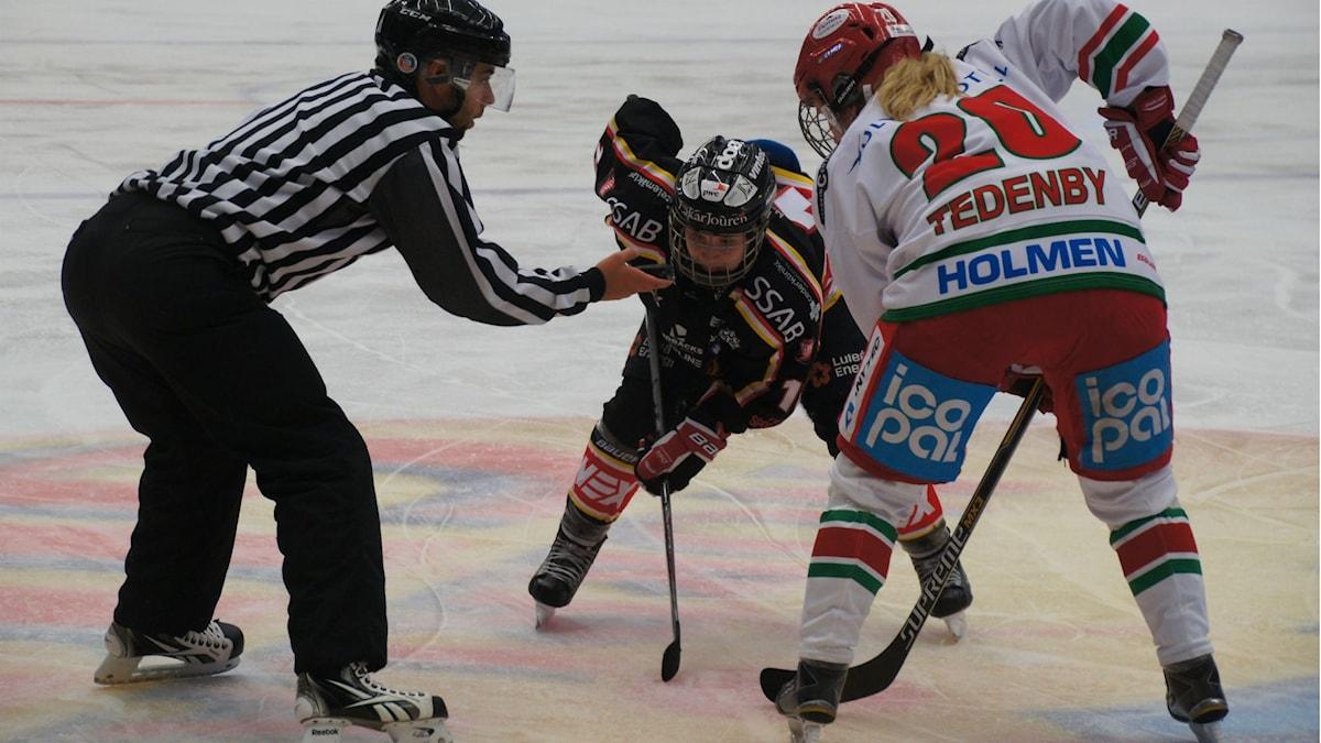x Kuvassa aloituksessa Luleån Christa Alanko ja MoDon Celine Tedenby. Kuva Pekka Kenttälä, Sveriges Radio.