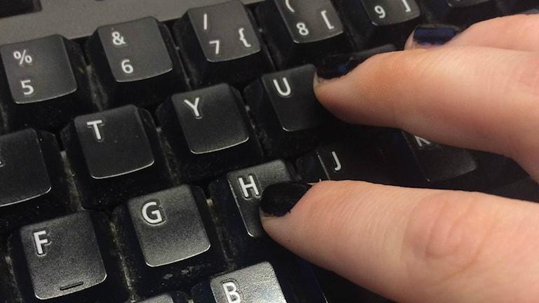 Näppäimistö ja sormet