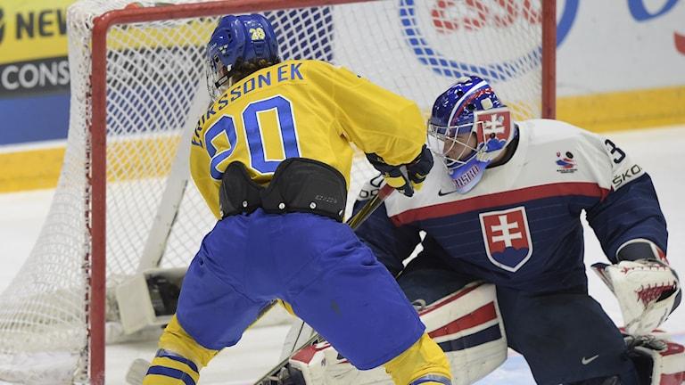 Ruotsi päihitti Slovakian nuorten jääkiekon MM-kisojen puolivälierässä. Kuva/Foto: Jonas Ekströmer / TT