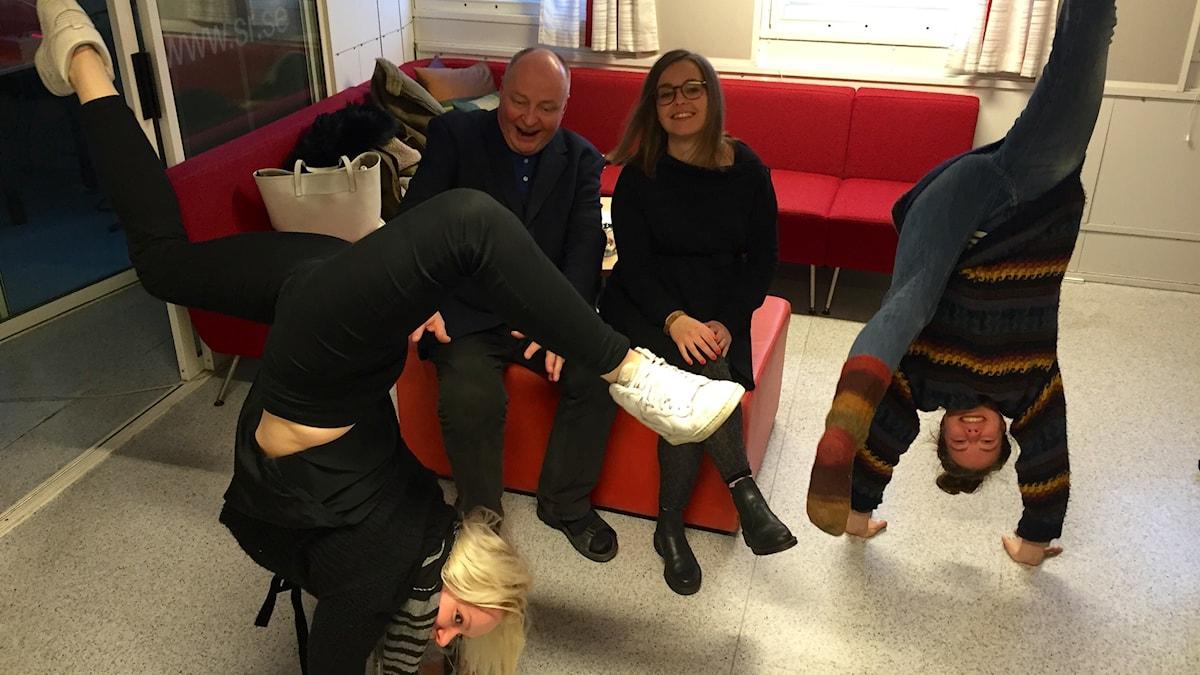 Sirkustaiteilijat Veera Kaijanen ja Sade Kamppila Iltapäivässä. Kuva: Taneli Männikkö/Sveriges Radio Sisuradio