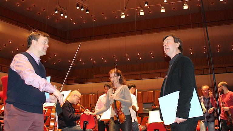 Solisti Frank-Peter Zimmermann ja säveltäjä Magnus Lindberg Foto: Kirsi Blomberg