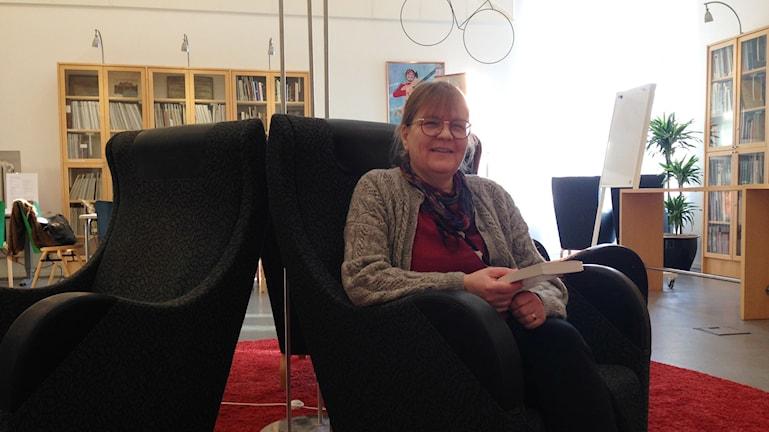 Anni Söderlind on kirjastonhoitaja Malmössä. Foto: A-L Hirvonen Nyström/SR Sisuradio