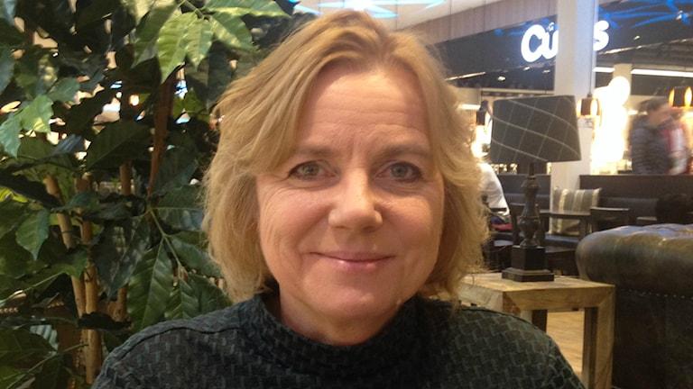 Solja Krapu Kallio kauppakeskuksen kahvilassa. Kuva/foto: Erpo Heinolainen SR Sisuradio