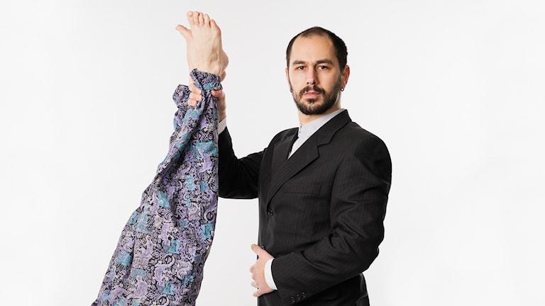 Maamme Tulevaisuus: juontajat/programledarna Lina Puranen & Maziar Farzin.