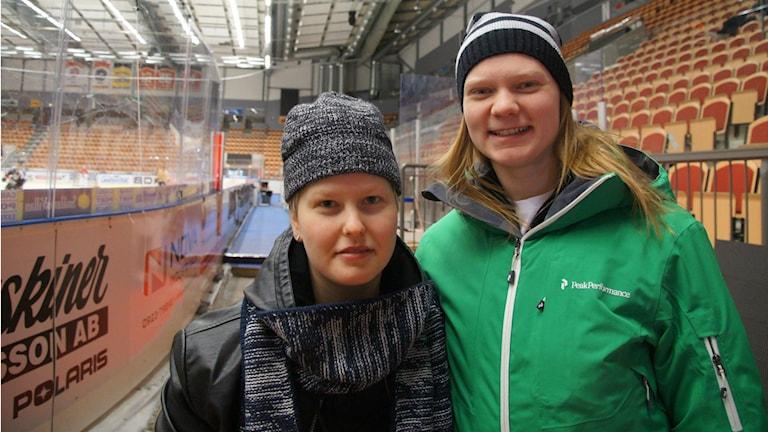 Noora Tulus ja Mira Jalosuo Luulaja Hockey Föreningi.