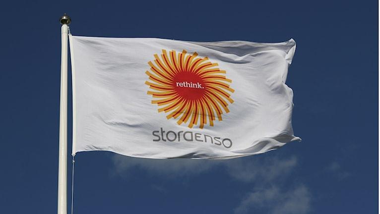 Stora Enson lippu liehuu.