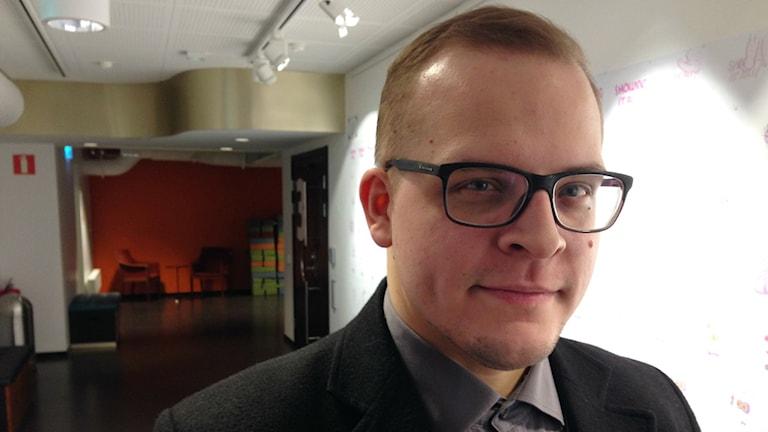 Elokuvaohjaaja Oskari Sipola kävi Malmössä.