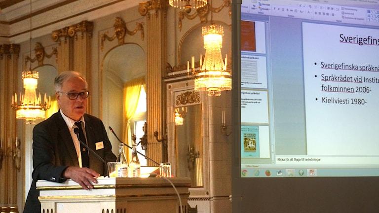 Fred Karsson kertoo pluricentrisyydestä