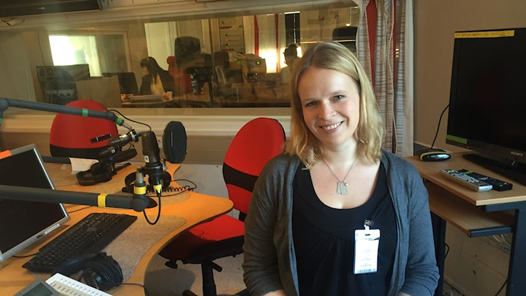 Hanna Wåhlin Tukholman radiotalolla Iltapäivän studiossa.