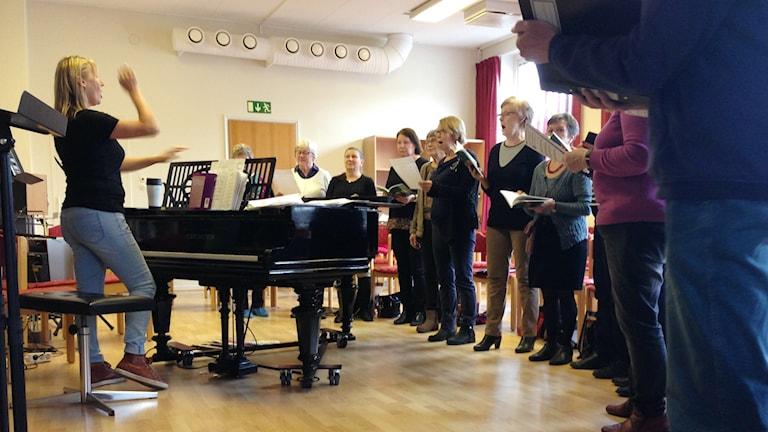 Marian seurakunnan suomenkielinen kuoro harjoittelee, Helsingborgissa.