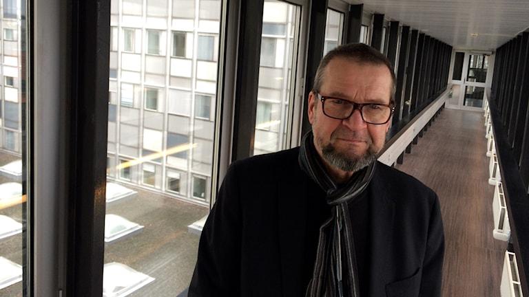 Kuvanveistäjä Jukka Vikberg.