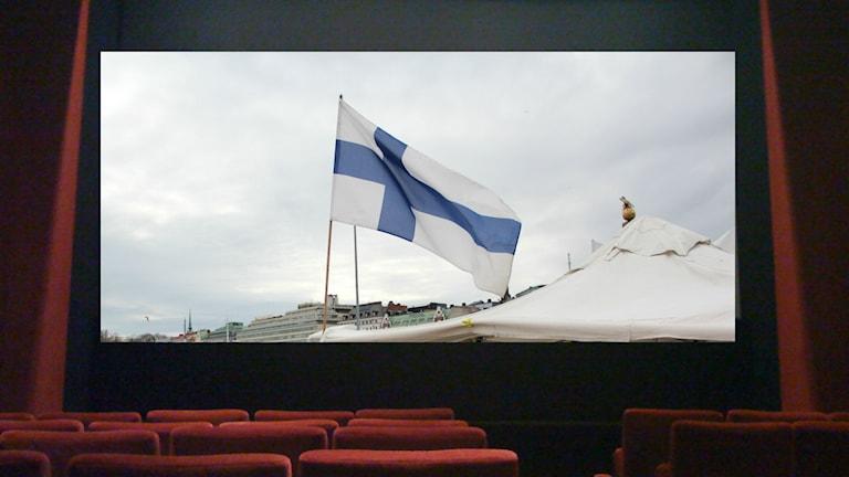En finsk flagga på en bioduk på en biosalong