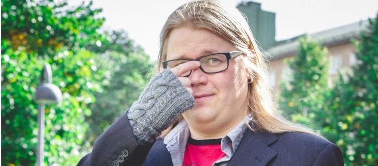 Koomikko Juuso Kekkonen miettii. Kuva/Foto: Jalmari Eskelinen.