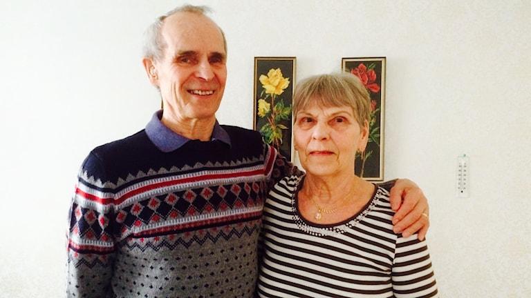 Martti ja Rauha Törmänen kotonaan Sandvikenissa.