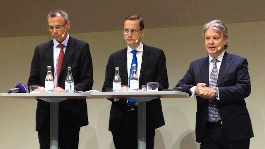 Nordean tiedotustilaisuudessa median kysymyksiin vastasivat vasemmalta lähtien Erik Ekman, Snorre Storset ja Casper von Koskull.
