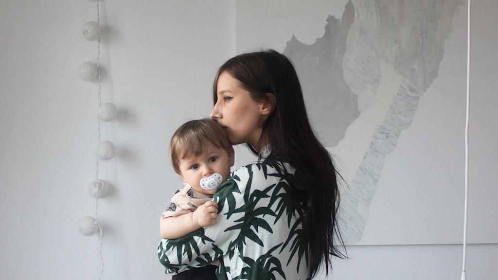 Linnea Teljas Puranen och hennes son Ivar