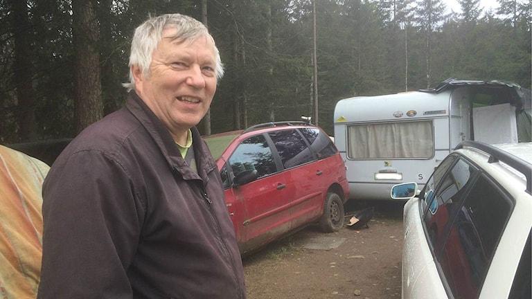 På Siinto Hämäläinens gård sover omkring 30 tiggare i gästhus, bilar och husvagnar.