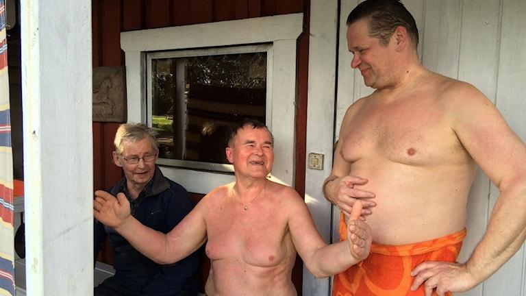Erkki Pigg ja kaverinsa kehuvat kalasaalista kädet levällään