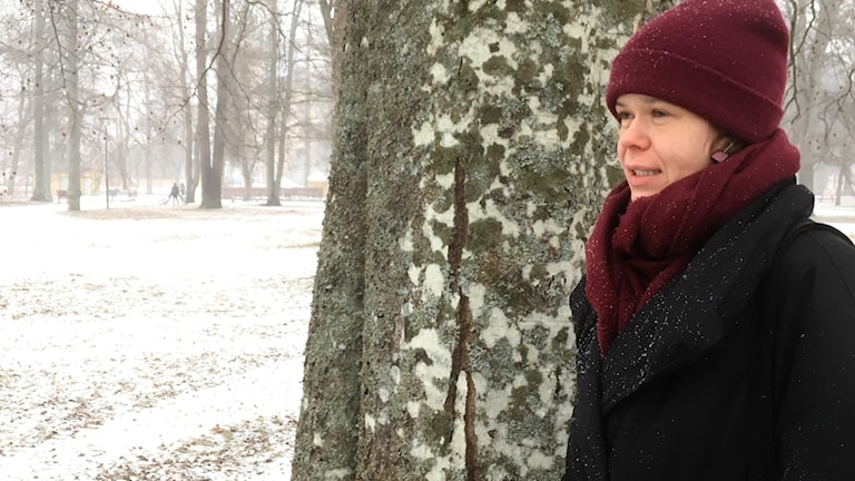 Yliopistolehtori Riitta-Liisa Valijärvi lumisessa Uppsalassa