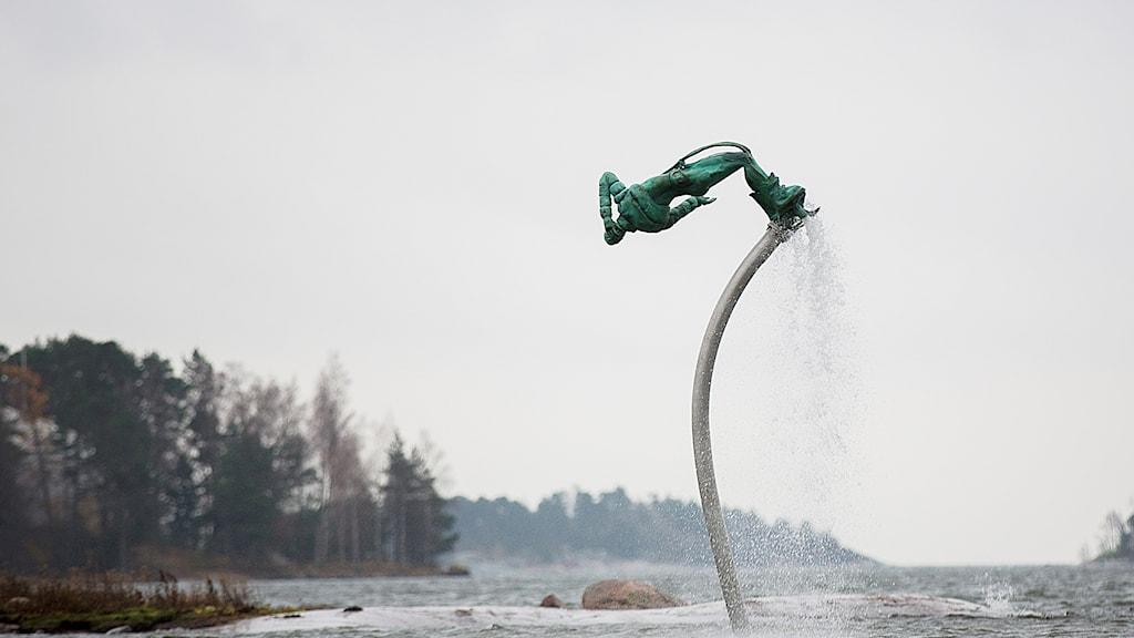 Anna Uddenbergs konstverk Free fall på Hanaholmen.