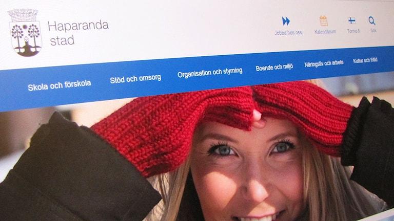 Kuva tietokoneen näytöstä, missä Haaparannan kunnan kotisivut ovat avattuina.