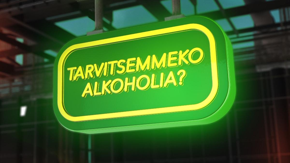 """En grön ljusskylt som liknar en systembolagsskylt med en gul text med samma fråga som i avsnittets rubrik, """"Behöver vi alkohol?"""" på finska."""