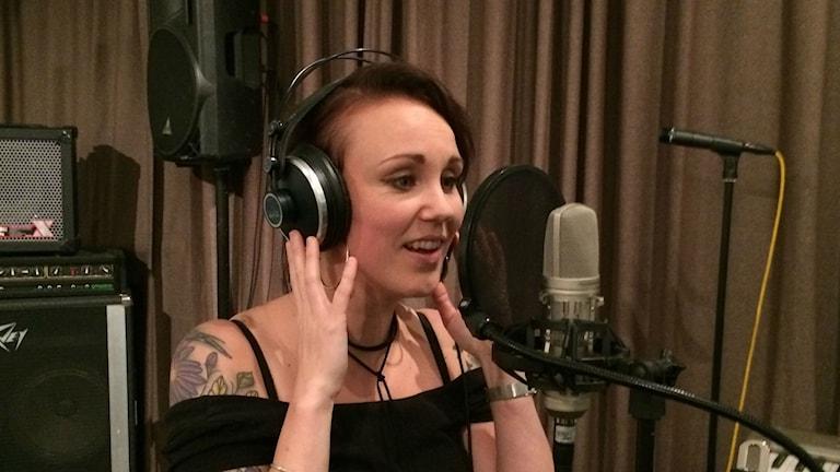 Sonja Skibdahl kirjoitti uudelle levylle kaksi suomenkielistä kappaletta. Toinen niistä on yksi iloisimmistani, hän sanoo.
