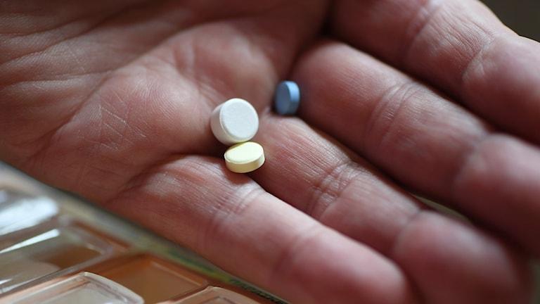 tabletteja kämmenessä