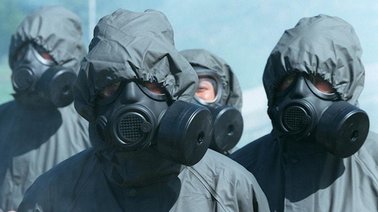 Militärer på internationell utbildning på Almnäs i Södertälje.  Mannen med övningar med gasmask.