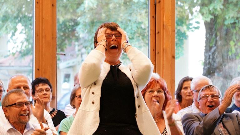 Pirjo Leskelä karaokekisan naisten sarjan voittaja Axevallassa