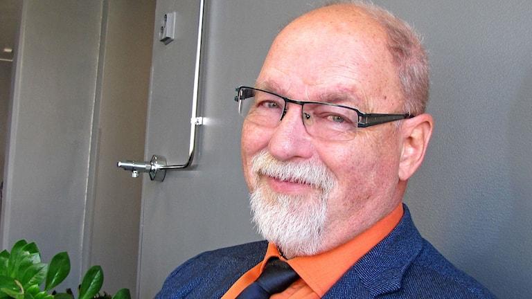 Haaparannan lapsi- ja nuorisolautakunnan puheenjohtaja Bengt Westman (S) vaimoineen toimittaa presidenttiparin virkaa tapahtumassa.