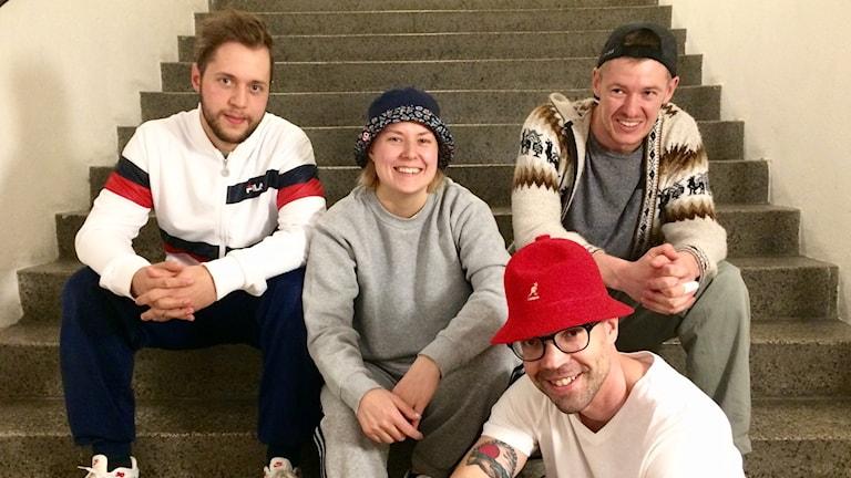 Breaktanssijat Pontus Linder, Ramona Panula, Mats Ljung sekä Love Wojnakowski portailla.