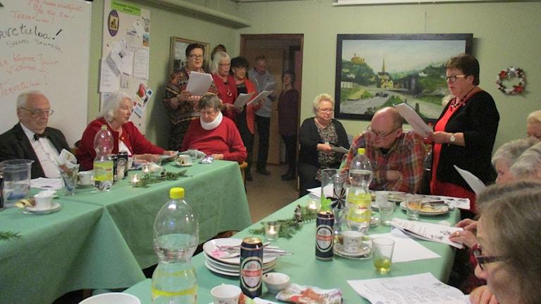 Joululaulut raikuivat Halmstadin suomiseuran tiloissa Lucian päivänä.