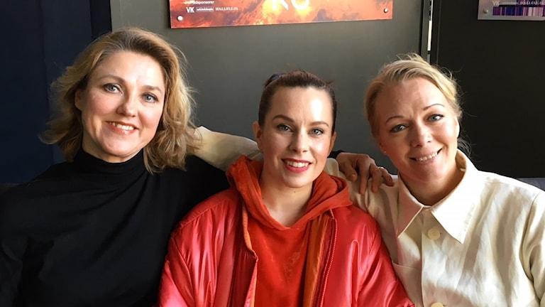 Susanna Levonen (vas.), Frida Johansson ja Henriikka Gröndahl