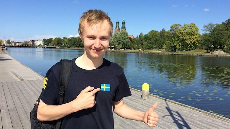 Filip Wilhelmsson edustaa IKW Köpingiä ja Ruotsin maajoukkuetta, jonka harjoituspaita päällä kelpaa nauttia loppukesän lämmöstä.