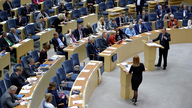 Pääministeri Stefan Löfvén ja keskustapuolueen puheenjohtaja Annie Lööf kohtaavat valtiopäivien puoluejohtajadebatissa.