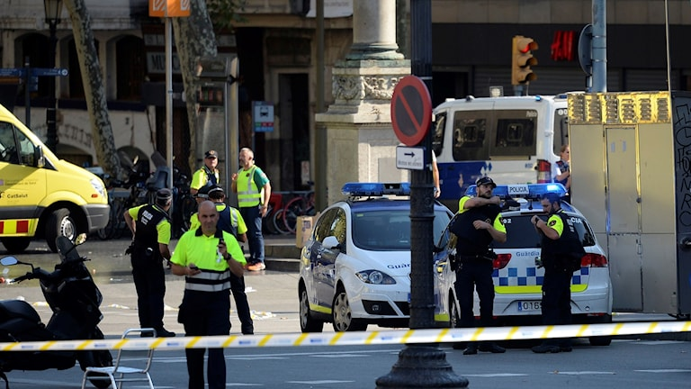 Barcelonan kävelykadulla useita poliiseja